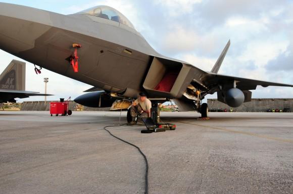 F-22 manutencao - foto USAF