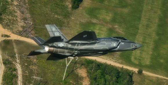 F-35A próximo a Eglin - foto USAF