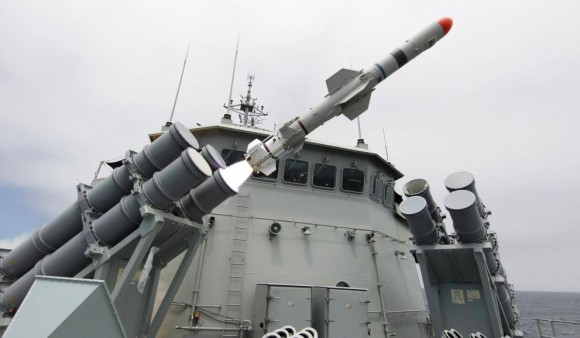 HMS Perth lança Harpoon de exercício - foto MD Austrália