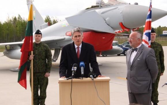 Sec Defesa Reino Unido visita Typhoons em Siauliai - foto MD Lituânia