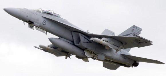 Super Hornet da RAAF com mísseis Harpoon de emprego real - foto MD Austrália
