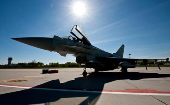 Typhoon da RAF e tributo a poloneses em Siauliai - foto 2b RAF