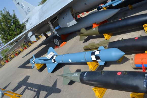 JF-17 weapons - 2