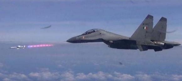Teste Míssil Astra em Su-30MKI - foto DRDO