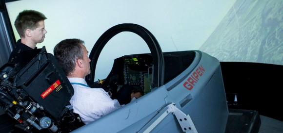 Farnborough - simulador Gripen - foto Saab