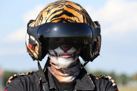 piloto com capacete de tigre - Tiger Meet 2014 - foto Luftwaffe