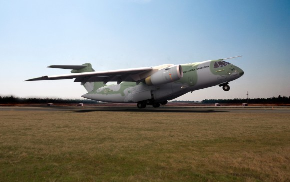 KC-390 decolando - concepção artística Embraer
