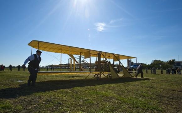 Réplica do Flyer dos irmãos Wright - foto USAF