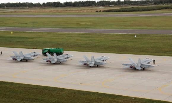 caças CF-18 canadenses em Siauliai - foto 2 MD Lituânia