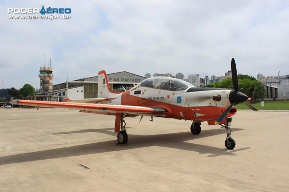 Domingo Aéreo no Campo de Marte -  T-27 Tucano - foto Poder Aéreo