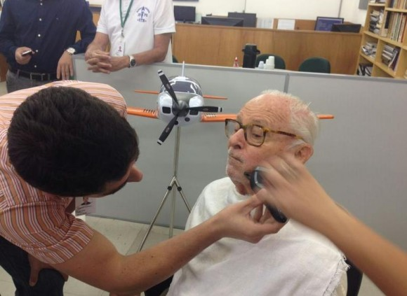 Kovacs paga promessa e faz barba após primeiro voo T-Xc - imagem Novaer