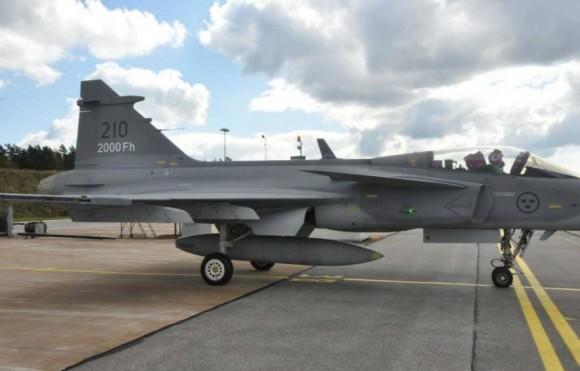 Primeiro Gripen C no mundo a atingir 2000 horas de voo - foto 2 Forças Armadas da Suécia