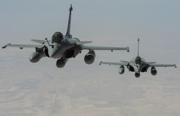 Caças Rafale em reconhecimento sobre o Iraque com pod RECO NG - foto Min Def França