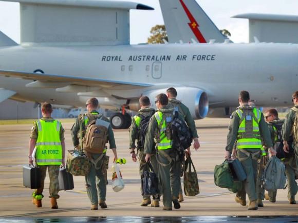 Tripulantes de Wedgetail australiano preparam-se para partir para o Oriente Médio - foto Min Def Australia