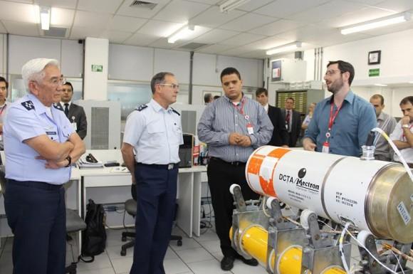 Visita do comandante da Força Aérea do Chile à Mectron - foto FACh