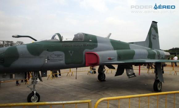 Domingo Aéreo PAMA-SP 2014 - caça F-5EM 4839 fora do Hangar 3 - foto Nunão - Poder Aéreo