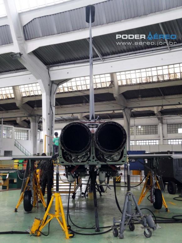 Domingo Aéreo PAMA-SP 2014 - revisão caça F-5EM 4859 no Hangar 3 - foto 2 Nunão - Poder Aéreo