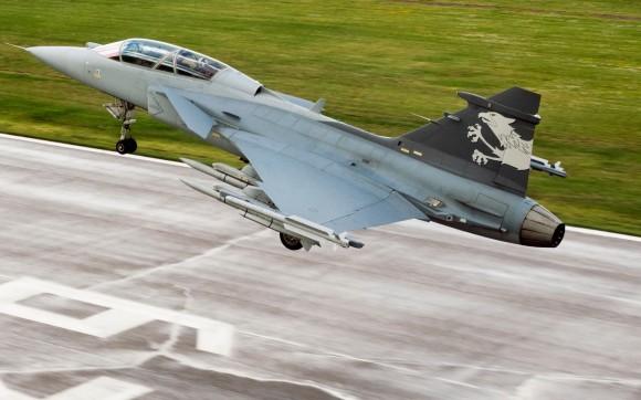 Gripen NG pousando - foto Saab