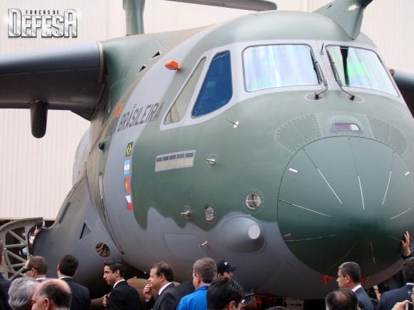 KC-390 - roll out - 21-10-2014 - foto 11 Nunão - Forças de Defesa