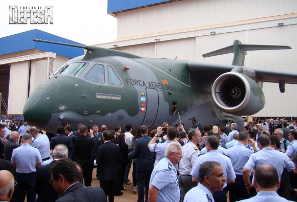 KC-390 - roll out - 21-10-2014 - foto 20 Nunão - Forças de Defesa