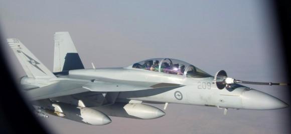 Reabastecimento em voo - missão Super Hornets da RAAF em 5-10-2014 - foto 2 Min Def Australia