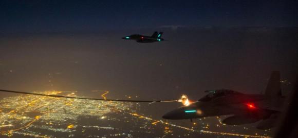 Reabastecimento em voo - missão Super Hornets da RAAF em 5-10-2014 - foto Min Def Australia