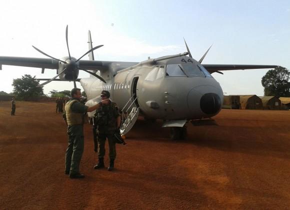 C-295 - T21 - operação em pista não preparada - foto Força Aérea Espanhola