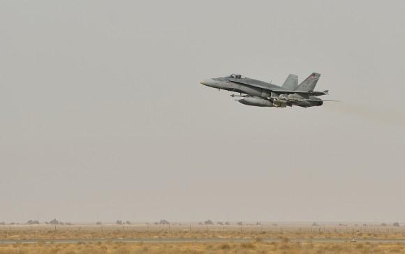 CF-188 Hornet decola para missão de 30 de outubro de 2014 na coalizão contra o EI - foto MD Canadá