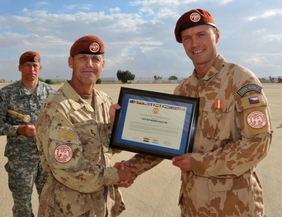 Esquadrão de C-295 tcheco condecorado no Sinai - foto Min Def Rep Tcheca