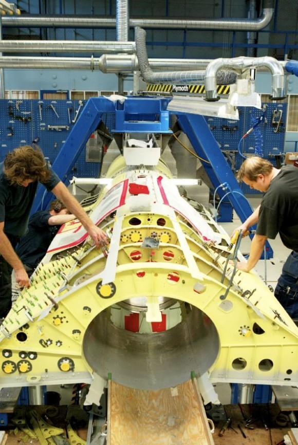 Gripen em produção - foto via Gripen International