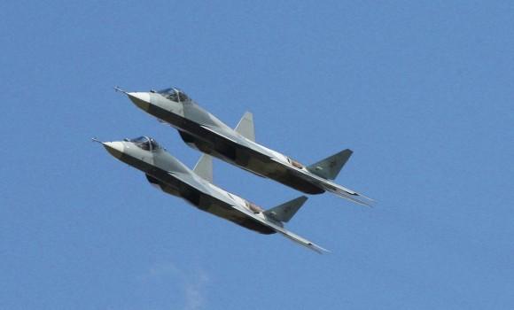 dois jatos PAK-FA - T-50 - foto Sukhoi