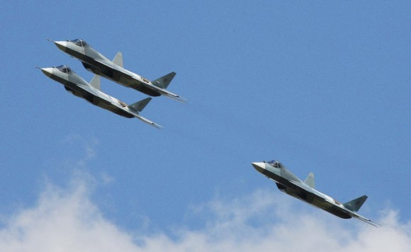 três jatos PAK-FA - T-50 - foto Sukhoi