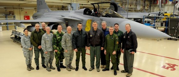 visita comandante da USAFE gen Gorenc à Ala 21 Norrboten - Gripen - foto Forças Armadas da Suécia