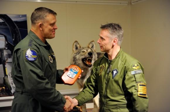 visita comandante da USAFE gen Gorenc à Ala 21 Norrboten - foto Forças Armadas da Suécia