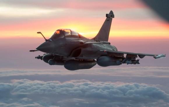 Rafale com Damocles e GBU12 - foto nota ataque a Sinjar contra EI - Força Aérea Francesa