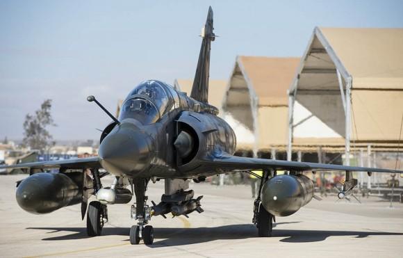 Mirage 2000D com bombas guiadas empregado na Operação Chammal contra o EI - foto 2 Min Def França