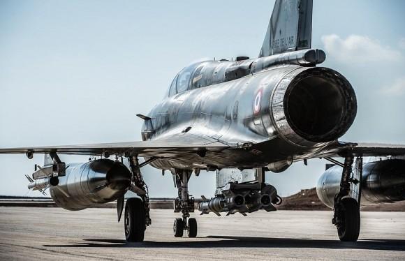 Mirage 2000D com bombas guiadas empregado na Operação Chammal contra o EI - foto Min Def França