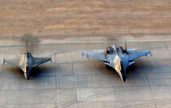 Rafale e Su-30 no exercício Garuda V - destaque foto Economic Times