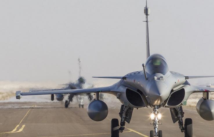 três caças Rafale substituem outros três na Operação Chammal - foto via Força Aérea Francesa