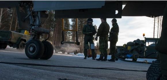 Gripen - Ala 17 treina tiro ar-solo em Vidsel - foto 4 Forças Armadas da Suécia