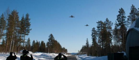 Gripen - Ala 17 treina tiro ar-solo em Vidsel - foto Forças Armadas da Suécia