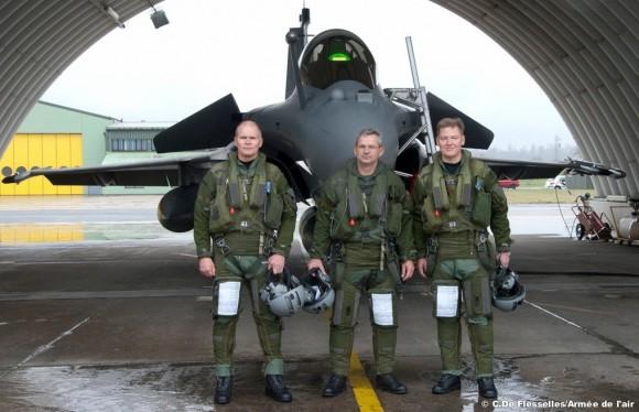 Delegação finlandesa conhece o Rafale em Saint Dizier - foto Força Aérea Francesa