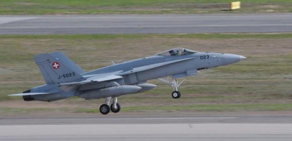 Artic Challenge Exercise - ACE 2015 - F-18 Hornet da Suíça - foto 2 Forças Armadas Suecas