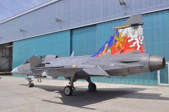 Gripen com pintura comemorativa de 10 anos na Rep Tcheca - foto Base Aérea de Caslav