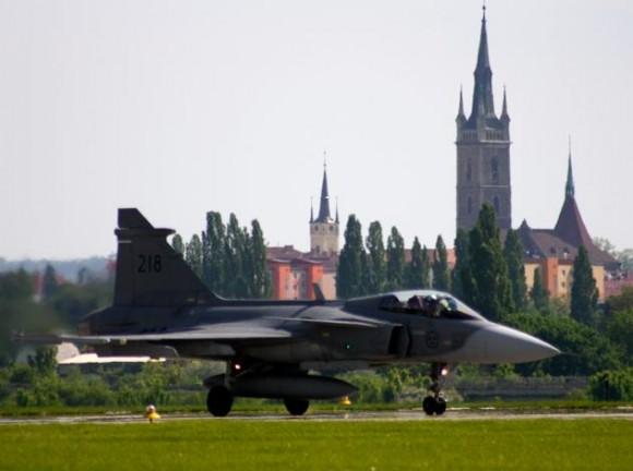 Lion Effort 2015 - Gripen sueco - foto 2 via Base Aérea Caslav Rep Tcheca