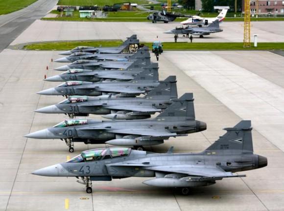 Lion Effort 2015 - Gripen tcheco e hungaro - foto 3 via Base Aérea Caslav Rep Tcheca
