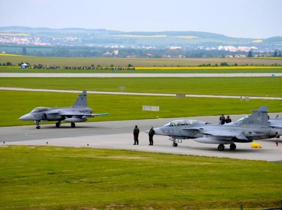 Lion Effort 2015 - Gripen tcheco e hungaro - foto via Base Aérea Caslav Rep Tcheca