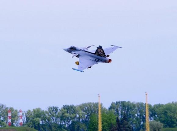 Lion Effort 2015 - Gripen tcheco - foto via Base Aérea Caslav Rep Tcheca