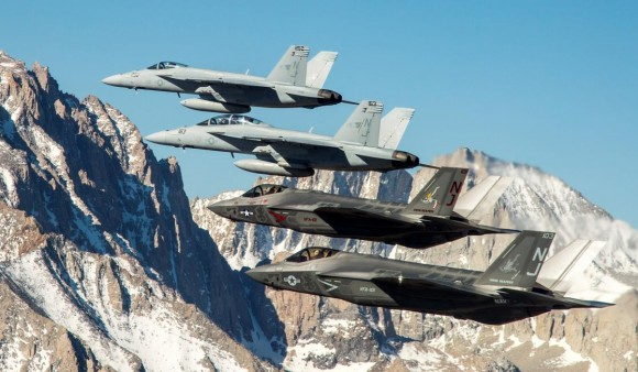 Super Hornet e F-35 - foto 2015 USN