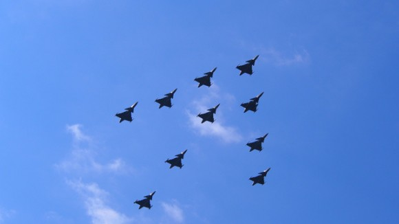Voo de 10 caças Gripen tchecos celebra 10 anos - foto Min Def Rep Tcheca